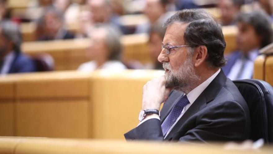 Rajoy rechaza la huelga a la japonesa planteada por Tejerina y Cifuentes