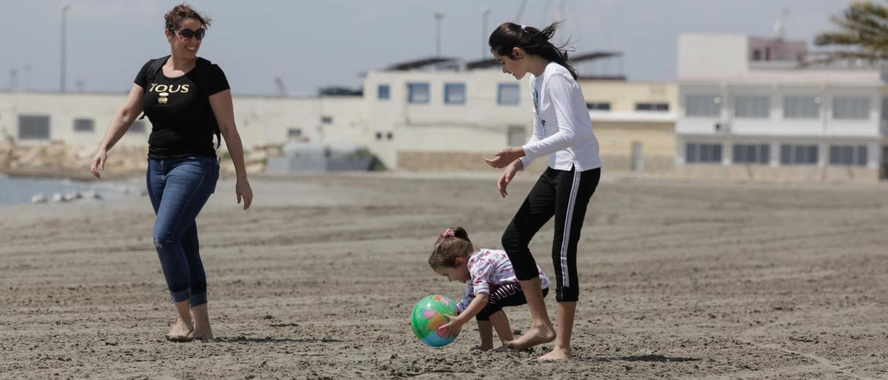 Santa Pola controlará el aforo en las playas cada 200 metros y Cruz Roja resolverá dudas para evitar aglomeraciones