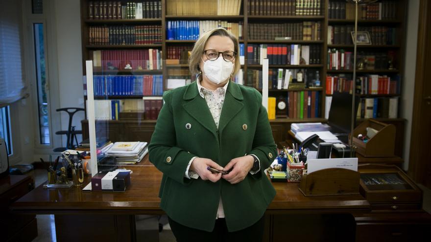 """Isabel Valdés- Solís, decana del Colegio Notarial de Asturias: """"Cuando ingresé en la carrera los clientes se sentían aliviados al ver a una mujer"""""""