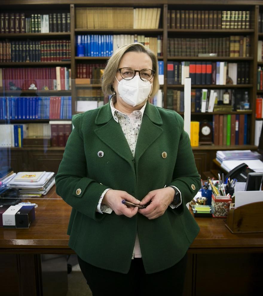 La primera mujer decana de los notarios de Asturias da fe de que no es tan difícil