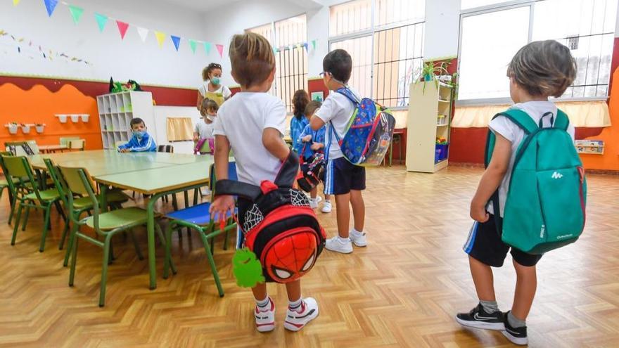 Se reducen a la mitad las clases cerradas por Covid-19 en Canarias