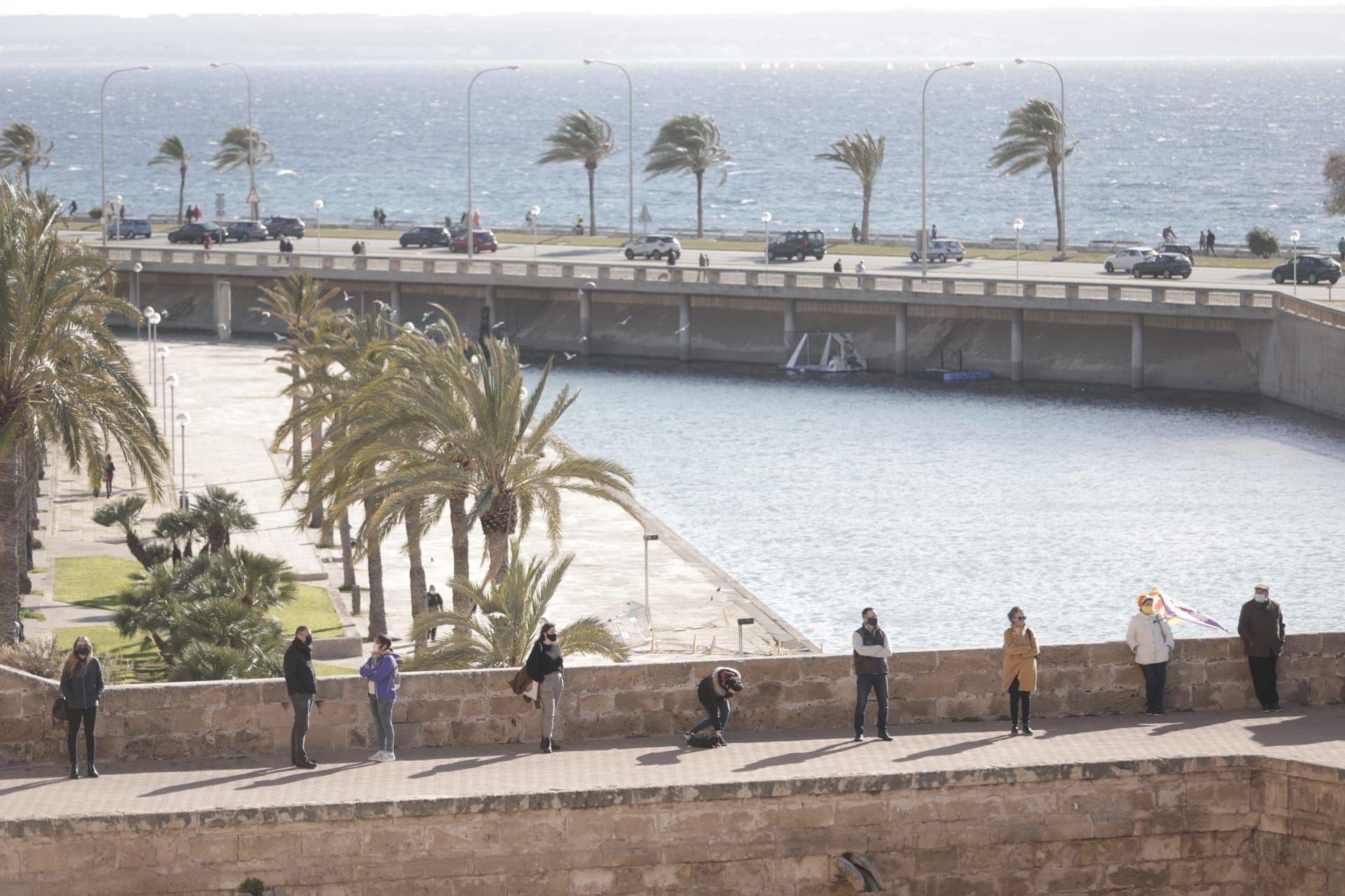 """Unas 200 personas piden en Palma """"poder decidir modelo económico y territorial de Mallorca"""" con motivo de la Diada"""