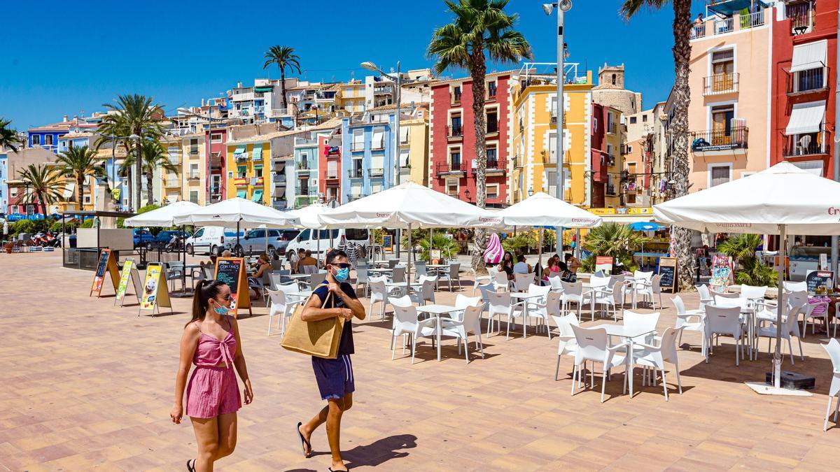 Imagen de la fachada litoral de La Vila Joiosa, con las famosas casas de colores que caracterizan su casco antiguo.