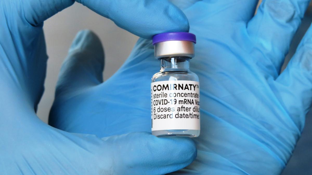 Vial de vacuna de seis dosis listo para su preparación