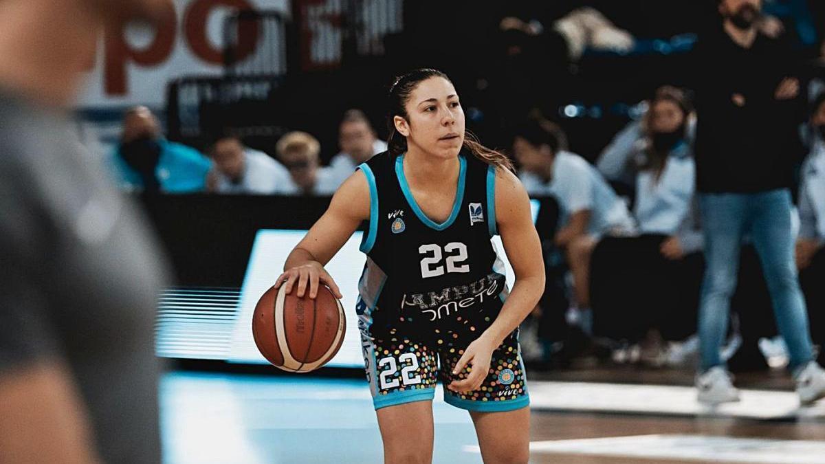 Laia Flores jugant aquesta temporada amb el Campus Promete.