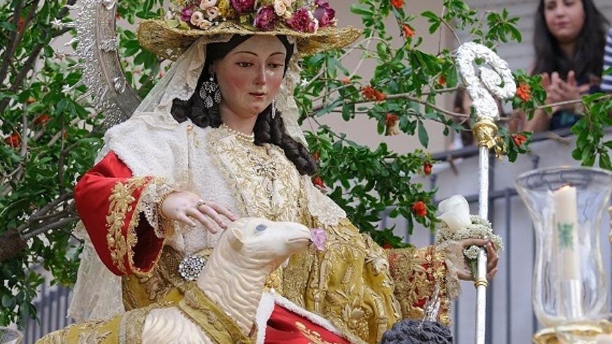 Una exposición y un ciclo de conferencias recorren los casi tres siglos de historia de la Divina Pastora