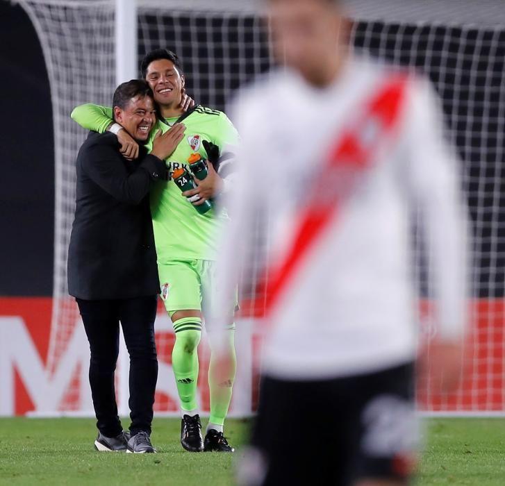Así fue el debut bajo palos de Enzo Pérez