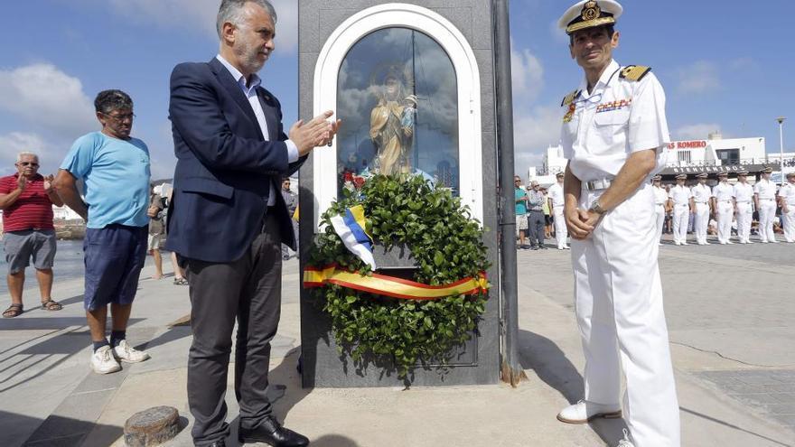 El 'Juan Sebastián Elcano', en La Graciosa