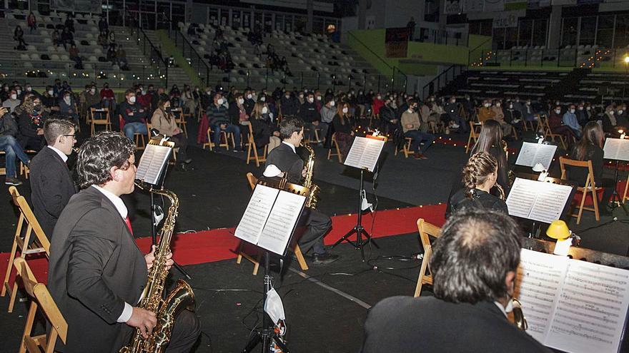 Concierto navideño de la Banda de Vilatuxe en el Lalín Arena