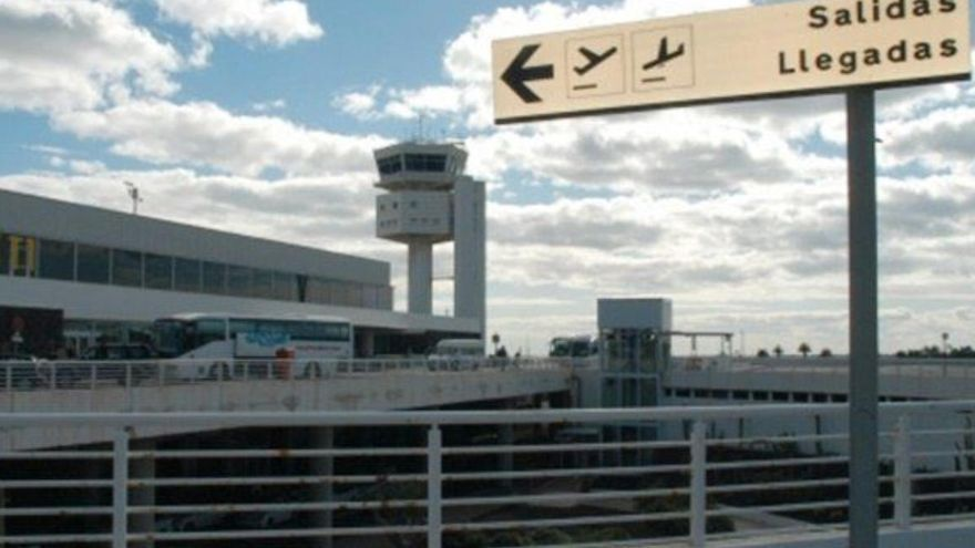 La Guardia Civil detiene a un hombre en el aeropuerto de Lanzarote con 60 bellotas de heroína en el interior de su cuerpo