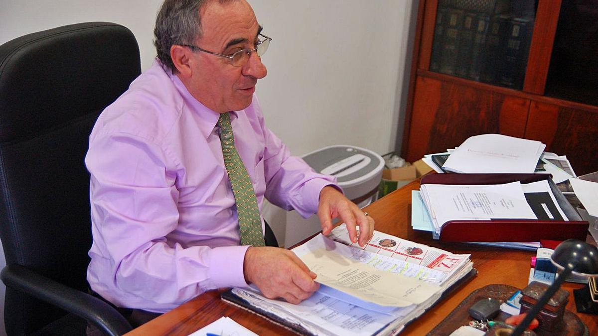 Manuel Luelmo en su despacho.