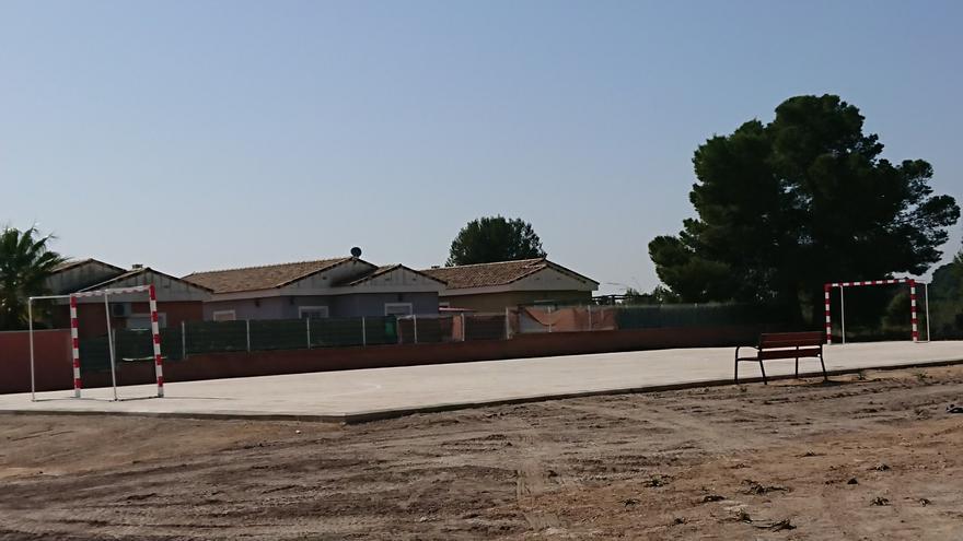 La urbanización de El Secanet ya tiene campo polideportivo y zona de recreo