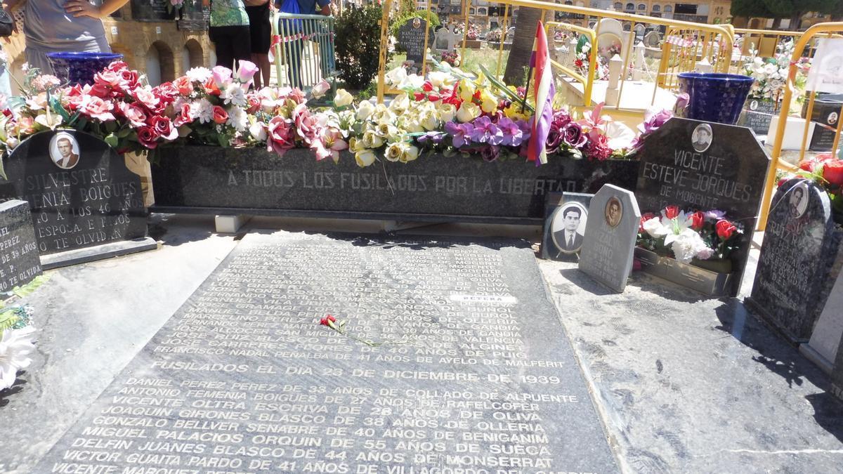 Fosa 112 del cementerio de Paterna donde se han hallado los restos de Vicente Gómez