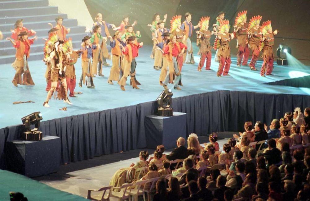Corte 2000. El siglo acababa celebrándose nuevamente el acto en el Palau Lluis Puig.
