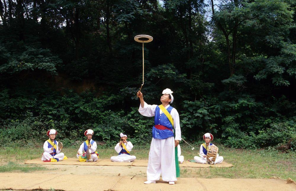 Corea del Sur - El namsadang nori, teatro de cómicos ambulantes varones.
