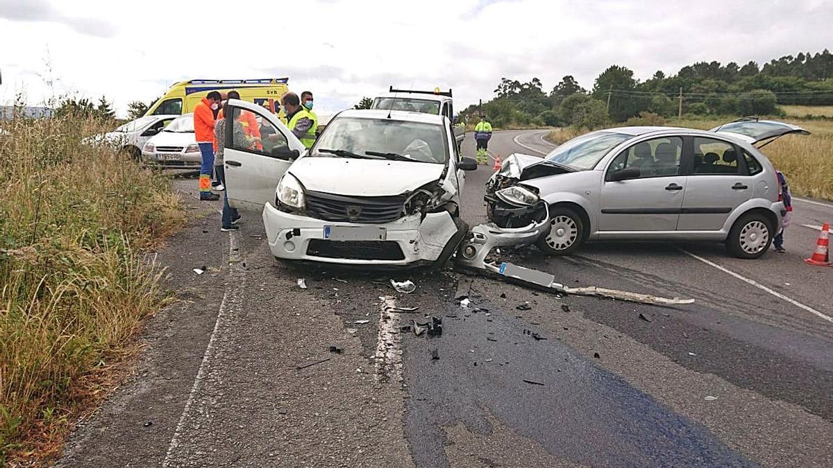 Un herido tras un accidente en la carretera entre A Estrada-Forcarei