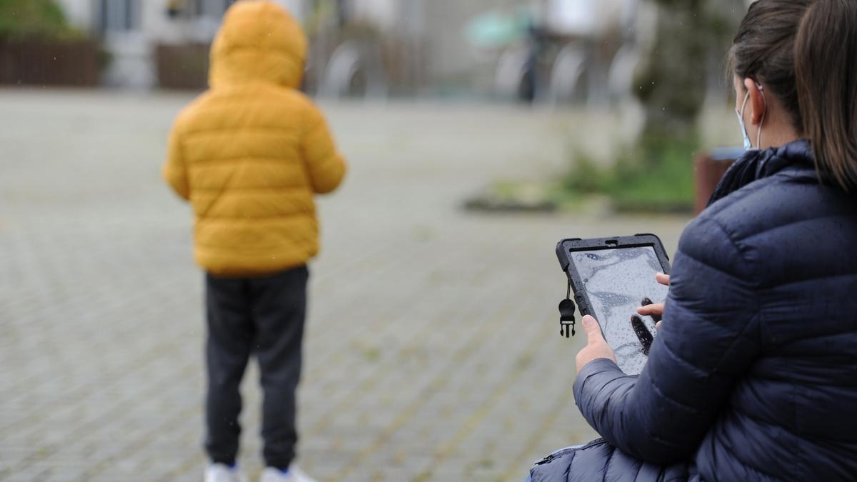 La dependencia de dispositivos digitales preocupa a los padres. // Bernabé/Javier Lalín