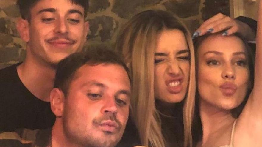 """Ester Expósito vuelve a Galicia y se trae a más famosos para demostrarles dónde está la auténtica """"festa rachada"""""""