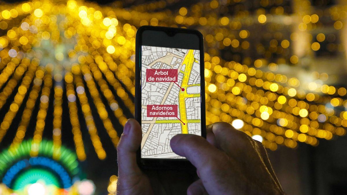 Un vigués consulta el mapa de la Navidad. // FdV