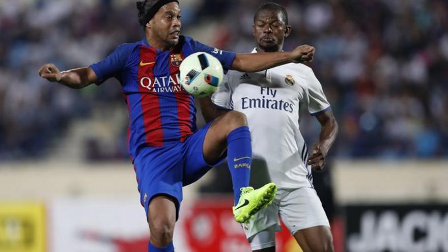 Les llegendes del Barça i el Madrid es veuen avui les cares; així han canviat