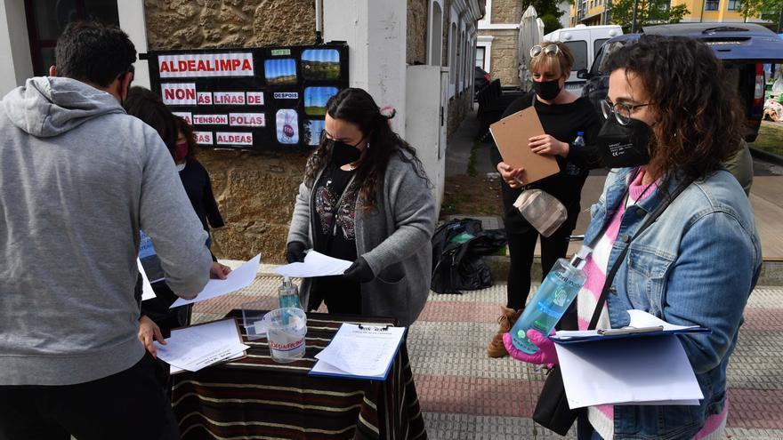 Concentración en el Obeslico de Modepen (Movemento Galego en Defensa das Pensións e Servizos Públicos)