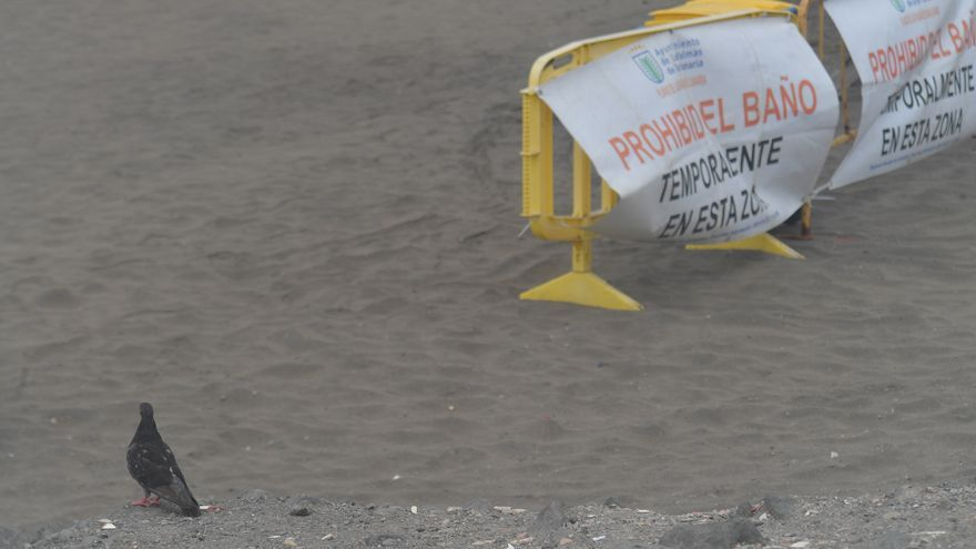 La playa de La Puntilla de San Cristóbal vuelve a abrir con las aguas aptas para el baño