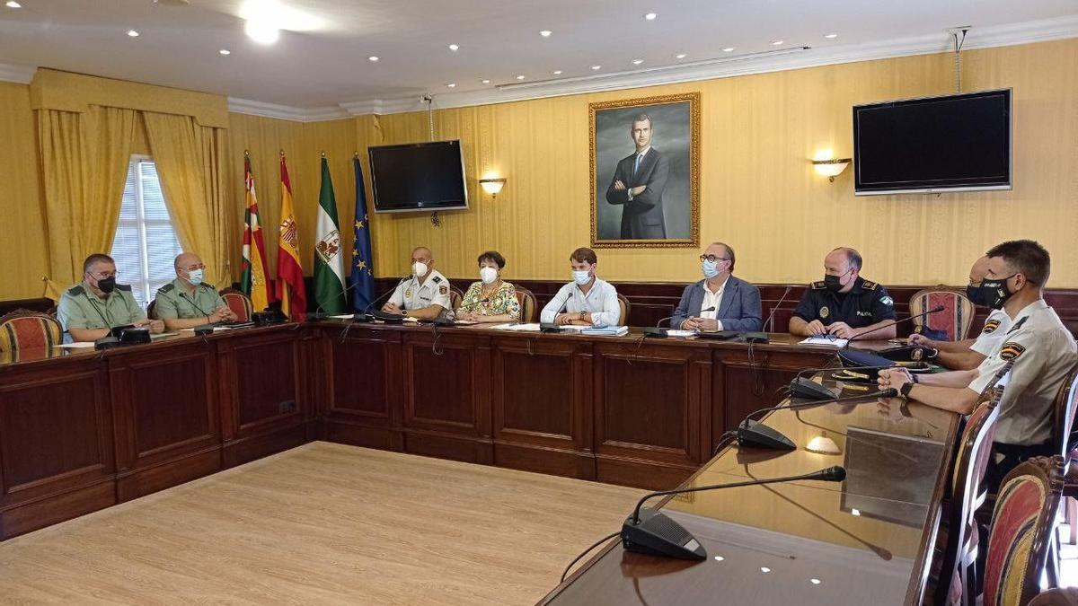 Participantes en la Junta Local de Seguridad en Cabra.