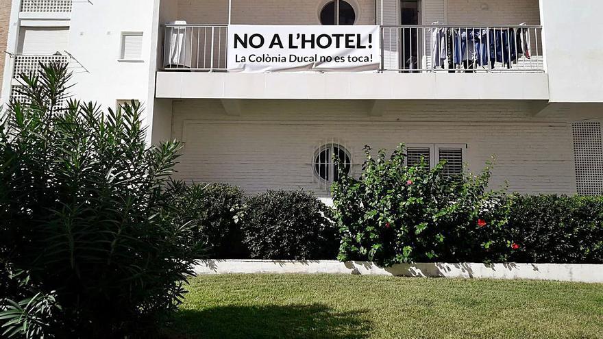 Propietarios de la Ducal de la playa de Gandia inician la batalla contra el hotel