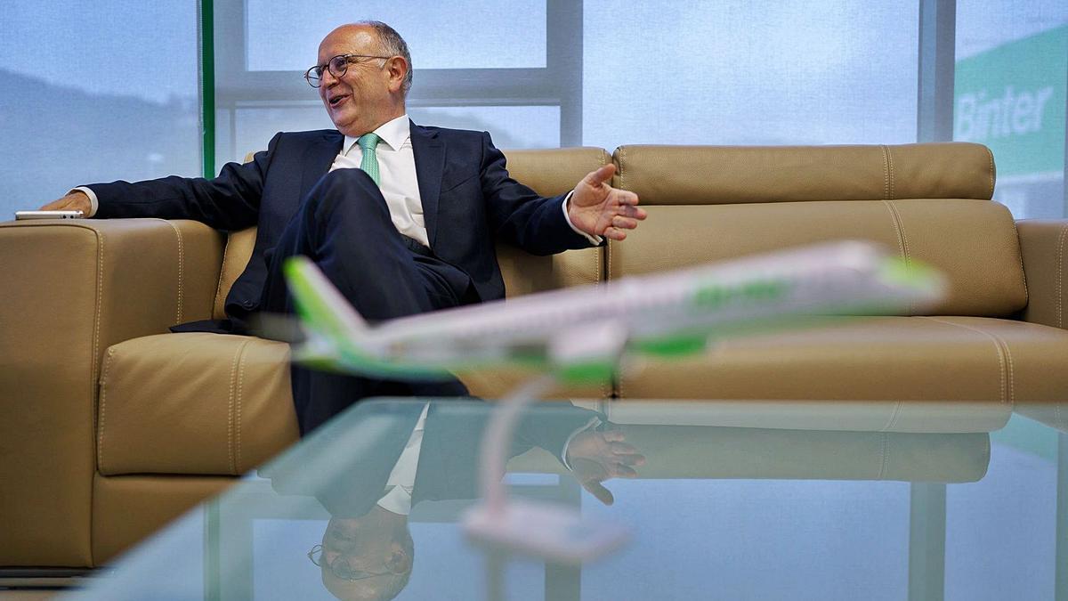 El presidente de Binter, Rodolfo Núñez, en la sede de la compañía en La Laguna. | | EFE/ RAMÓN DE LA ROCHA
