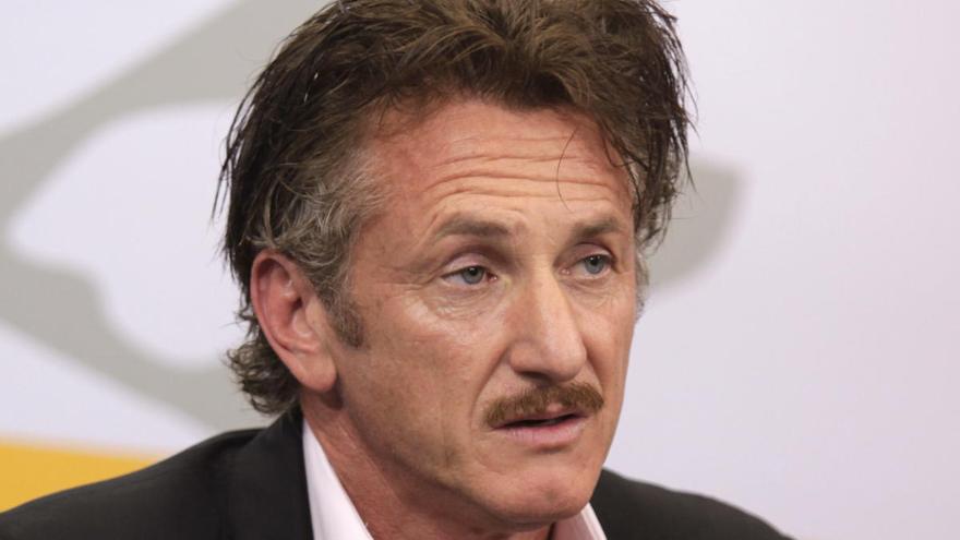 Sean Penn confirma que se casó por Zoom con la actriz Leila George