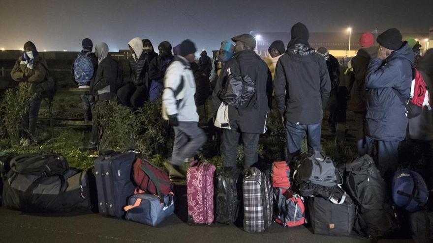 Un terç dels immigrants de 'la Jungla' de Calais ja han estat evacuats