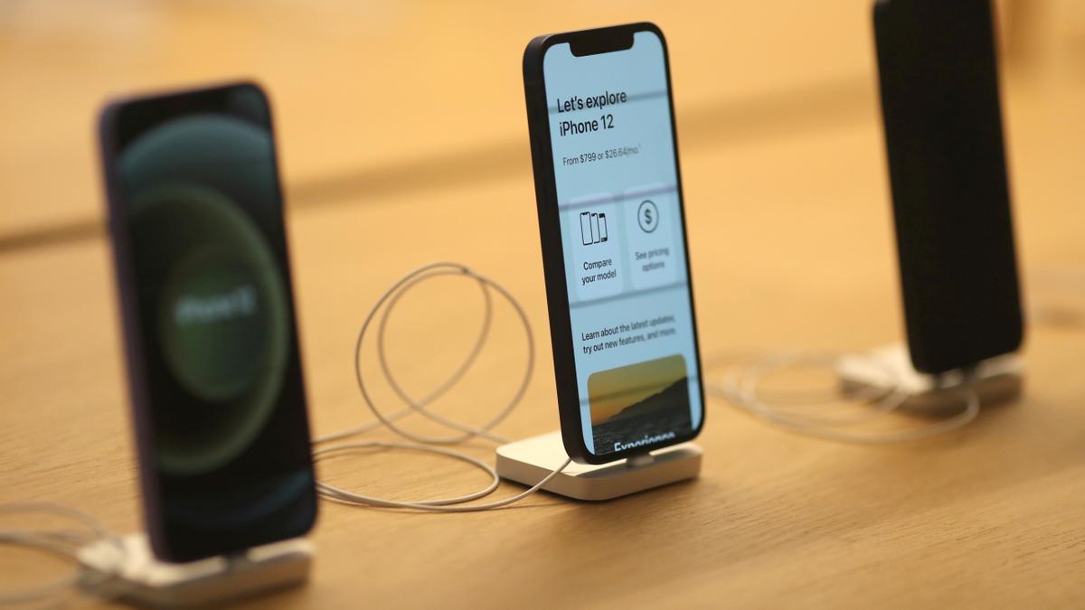 Teléfonos iPhone 12.