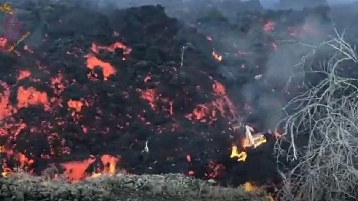 New, more fluid wash from the La Palma volcano.  |  Involves
