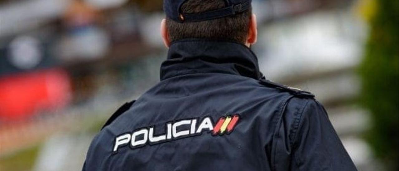Detenido por amenazar de muerte a un policía que le pidió que se pusiera bien la mascarilla