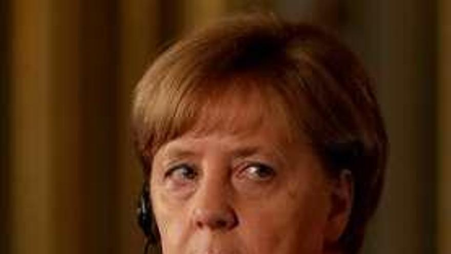 Merkel postula una eurozona con más solidaridad pero sin mancomunar deudas