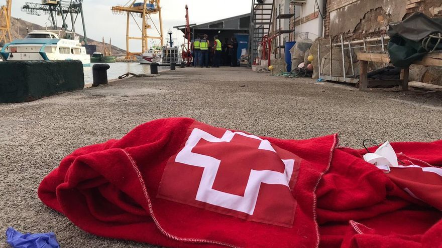 Interceptan dos pateras con 21 inmigrantes a bordo en Mazarrón y Cartagena