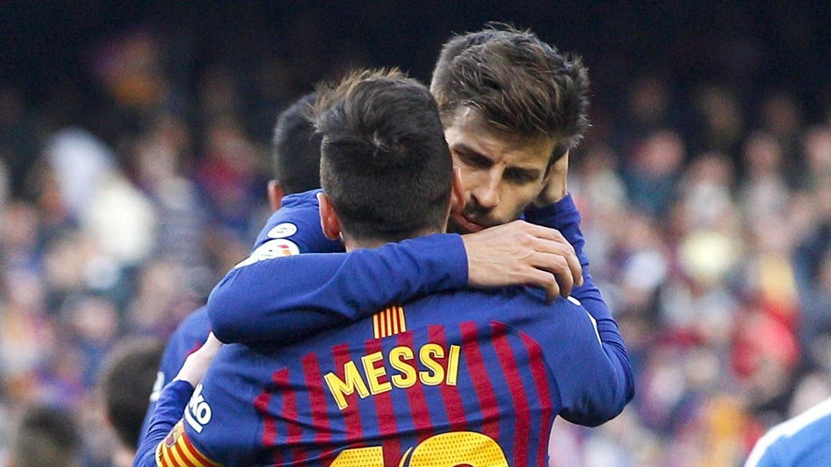 Piqué says goodbye to Messi.