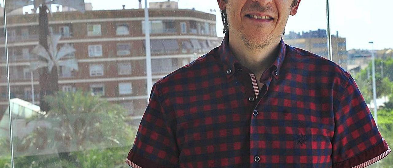 Bernardo Sánchez, tras la entrevista, en Carrús.