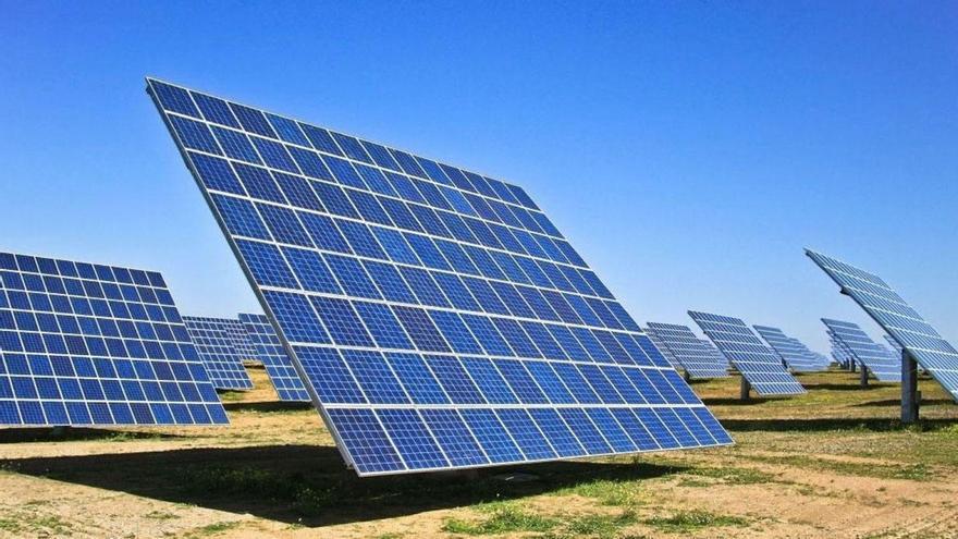 El precio de la luz cae un 33 % por el tirón de las energías renovables