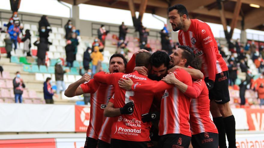 El Zamora CF gana al Coruxo y ya es segundo (2-0)