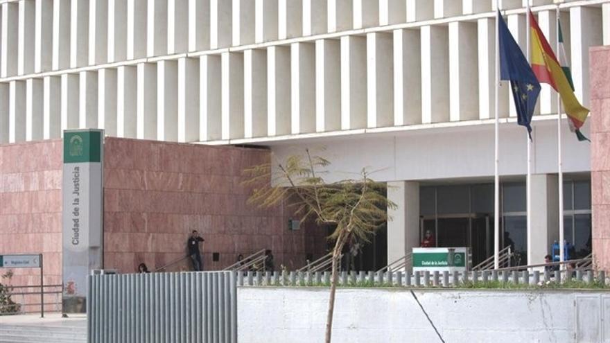 Juzgan a 20 personas acusadas de confeccionar o utilizar contratos falsos para cobrar desempleo