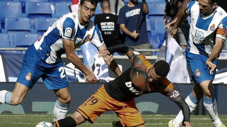 El València remunta a Cornellà i enfonsa a l'Espanyol (1-2)