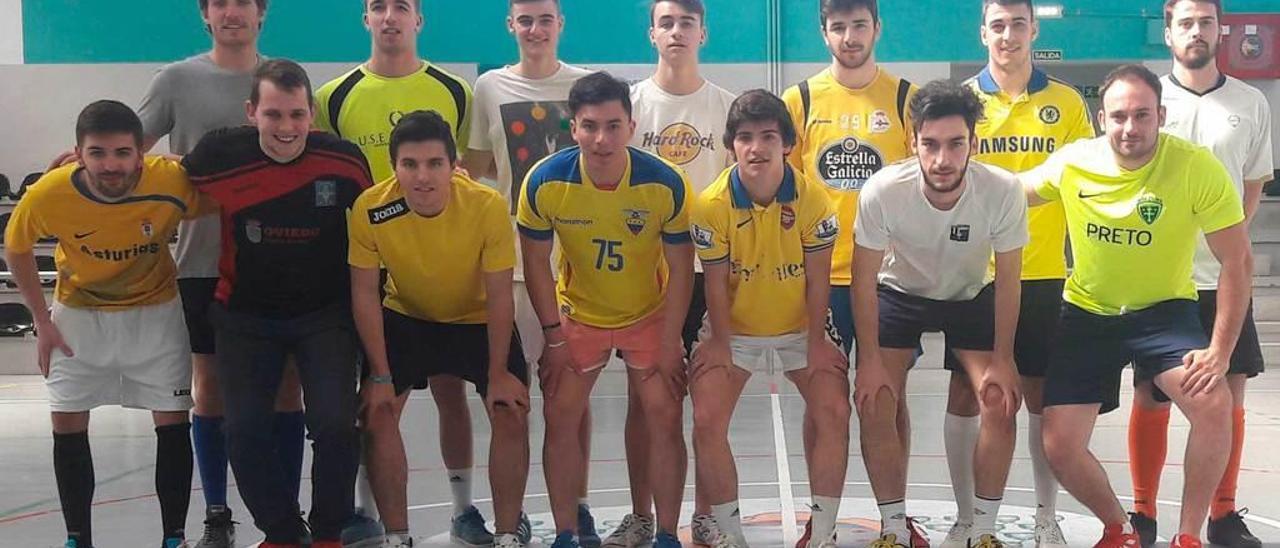 Los equipos de Minas y Magisterio que disputaron la semifinal de la Segunda División de fútbol sala.