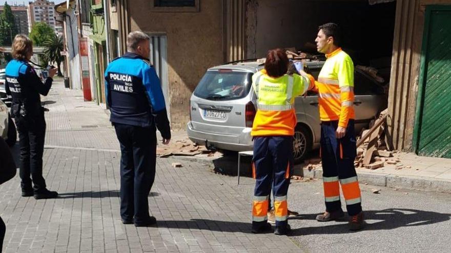 Cuatro heridos, entre ellos un bebé de 18 meses, en un accidente en Avilés
