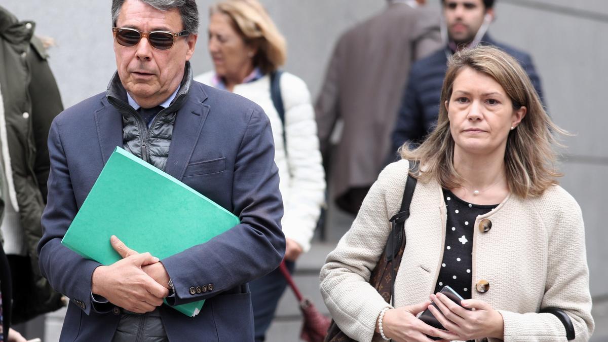 El expresidente madrileño Ignacio González junto a su mujer, también imputada.