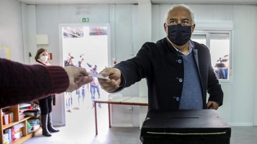 Costa vota en unas elecciones en Portugal marcadas por la tercera ola de la pandemia
