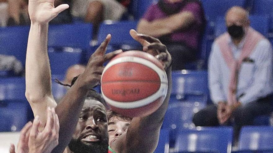 El Bàsquet Girona porta experiència al joc interior amb l'aler-pivot Jawara (Palma)