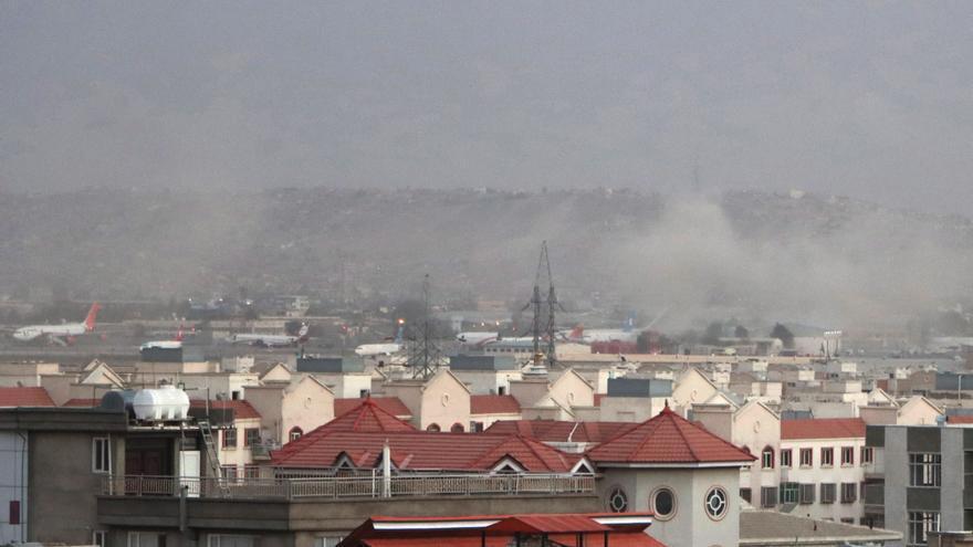 Suben a 110 los muertos en los ataques del Estado Islámico en el aeropuerto de Kabul