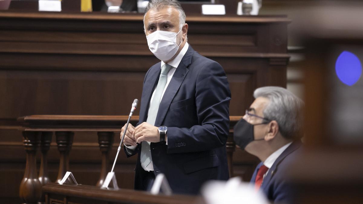 El presidente de Canarias, Ángel Víctor Torres, en la sesión de control al Gobierno en el Pleno del Parlamento.