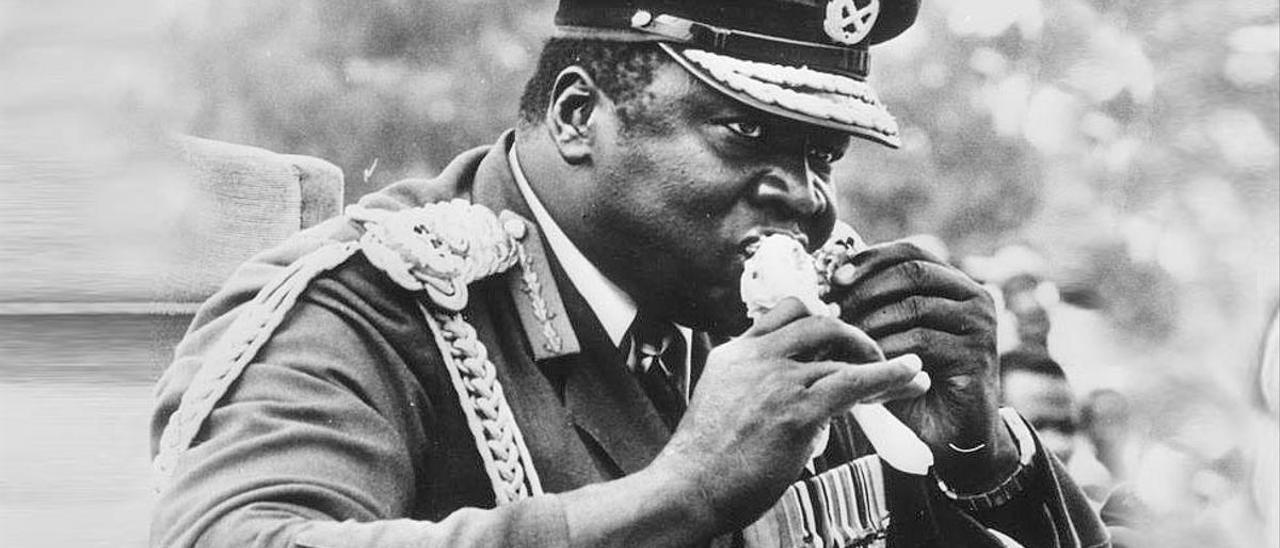 Un dictador con las manos llenas de comida: Idi Amin.